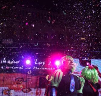 Los ansiosos celebran el Nuevo Año Carnavalero Herenciano 2014.