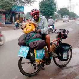 Perlé llegando a Hanoi, capital vietnamita.